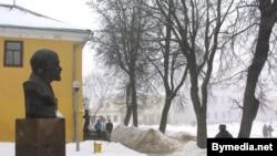The Lenin monument in Navahradak (file photo)