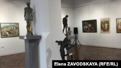 Экспозиция составлена из 60 студенческих живописных работ, около ста скульптурных и керамических изделий