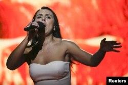 Співачка Джамала під час виступу в національну відборі на «Євробаченні-2016»