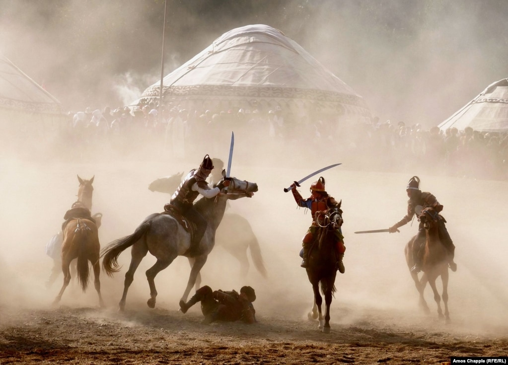 A mock horse battle gets under way at the World Nomad Games 2018 in Kyrgyzstan on September 4. (Amos Chapple/RFE/RL)