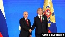 Путин Владимир Пушкинан мидал елира Ногавица Яромирна.