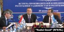 Гуфтугӯи ҳайатҳои Тоҷикистон ва Узбакистон дар Душанбе.