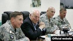 معاون رییس جمهوری آمریکا تلاش کرد در سفر خاورمیانه ای خود، حمایت متحدان آمریکا از سیاست این کشور در عراق را جلب کند