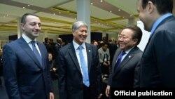 Кыргызстандын президенти Алмазбек Атамбаев Париждеги саммитте.