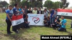 شبّان عراقيون في إحتفال وطني