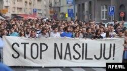 Beograđani su protestovali zbog nasilja, nakon ubistva francuskog navijača Brisa Tatona, 2009.