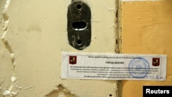 Дверь опечатанного офиса Amnesty International