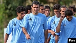 علی دایی با قهرمان ساختن تیم سایپا در ليگ ايران، در پايان بهار گذشته برای هميشه با بازی فوتبال وداع کرد. (عکس: فارس)