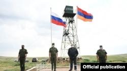Armenia -- President Armen Sarkissian (second from right) visits a Russian-Armenian border guard post on Armenia's border with Turkey, July 4, 2020.