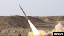 موشک فاتح۱۱۰ (عکس از آرشیو)