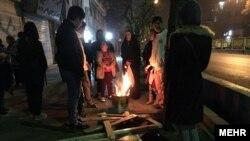 Люди в Тегерані покинули свої будівлі після землетрусу неподалік від міста, 21 грудня 2017 року