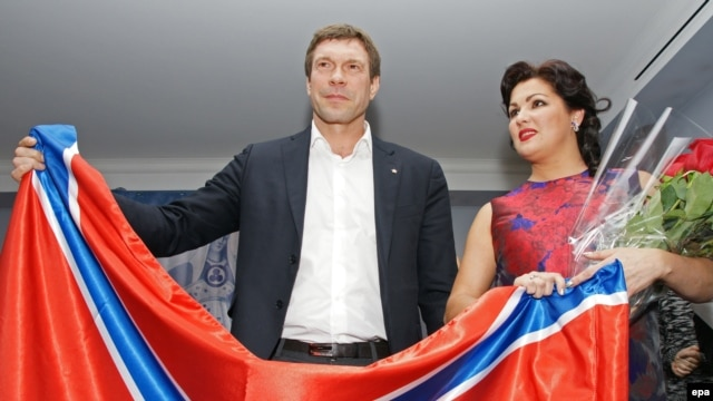 Anna Netrebko with separatist Oleg Tsaryov in St. Petersburg.