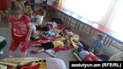 Շինուհայրի մանկապարտեզում մահճակալներ չկան, երեխաները գետնին են քնում