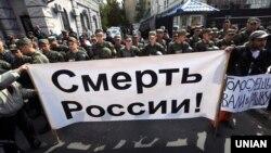 Протест біля посольства Росії в Києві, де проходять вибори до російської Державної думи, 18 вересня 2016 року