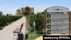 Мавзолей Ходжи Ахмета Яссауи на территории историко-культурного музея-заповедника «Азрет Султан». Туркестан, 3 июня 2017 года.