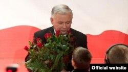 Ярослава Качиньского поздравляют с победой в первой туре президентских выборов в Польше