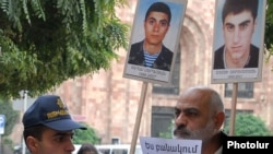 Armenia - Opposition activist Vardges Gaspari demonstrates outside the government building in Yerevan, 20Oct2011.