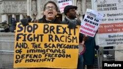 Protest anti-Brexit în fața sediului Curții Supreme