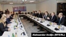 Sastanak Varheljija i predstavnika opozicije u Srbiji