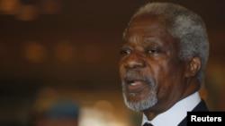 BMG-niň we Arap döwletleriniň Ligasynyň Siriýa boýunça wekili Kofi Annan Damaskda, 28-nji maý.