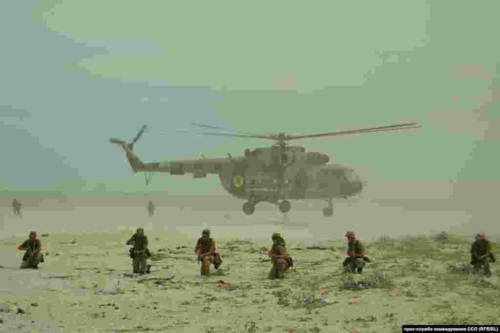 Ukrainian servicemen take part in a military exercise near Odesa on July 27. (RFE/RL)