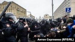 روسیه کې مظاهرې او د پولیسو اخوډب