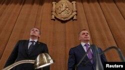 Пророссийские руководители Крыма - премьер Сергей Аксёнов и спикер Госсовета Владимир Константинов на сессии парламента