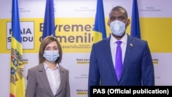 Președinta Moldovei, Maia Sandu, și Dereck Hogan, ambasadorul Statelor Unite