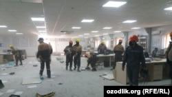 Офис компании Uzbekistan GTL после погрома. Гузарский район Кашкадарьинской области (Узбекистан), 21 октября 2020 года.