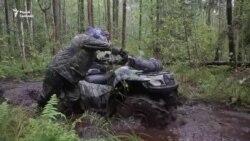 Як тысячы беларусаў шукаюць 10-гадовага хлопчыка ў Белавескай пушчы (ВІДЭА)