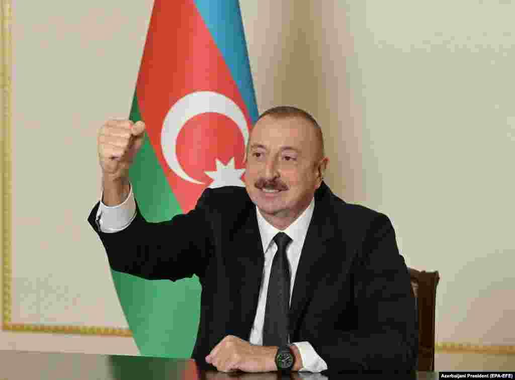 Ilham Alijev azeri elnök beszédet tart Bakuban, Azerbajdzsánban november 9-én. Aznap ő, Örményország miniszterelnöke és az orosz elnök aláírták a teljes tűzszünetről szóló egyezményt.