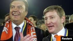 Рінат Ахметов (праворуч) і Віктор Янукович (архівна фотографія)
