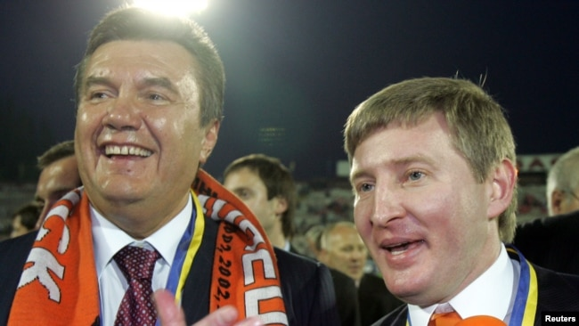 Former Ukrainian President Viktor Yanukovych (left) and oligarch Rinat Akhmetov (file photo)