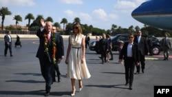 АҚШ президенті Дональд Трамп және оның әйелі Мелани Трамптың Перл-Харборға келген сәті. Қараша айы, 2017 жыл.