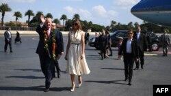 Дональд Трамп жұбайымен бірге Азия елдері сапары қарсаңында. Гавайи штаты. 3 қараша, 2017 жыл.
