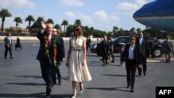 Президент США Дональд Трамп с супругой Меланией Трамп на военной базе Перл-Харбор на Гавайских островах, 3 ноября 2017 года.