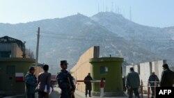 Після нинішнього нападу охорону на вході до штаб-квартири поліції Кабула посилили, 24 грудня 2012 року