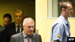 Jadranko Përliq (në mes) i dënuar nga Gjykata e Hagës