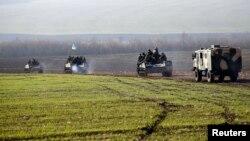 Украинская военная техника близ Краматорска. 16 апреля 2014 года.
