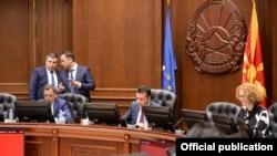 Архивска фотографија- премиерот Зоран Заев и координаторот Бојан Маричиќ и вицепремиерот Бујар Османи на владина седница