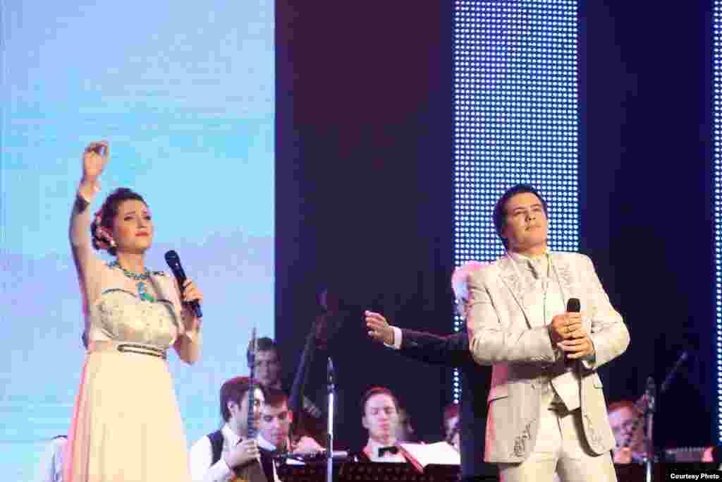 Алинә һәм Азат Кәримовлар
