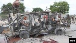 На місці нападу смертника-ісламіста біля військової бази в Могадішо, 9 квітня 2017 року