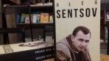 """Aleksander Mimrugyň """"Oleg Sentsov"""" atly kitabynyň iňlisçe terjimesiniň tanyşdyrylyşy. Kiýew, 8-nji dekabr, 2018 ý."""