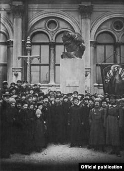 Памятник Софье Перовской у Московского вокзала, 1918