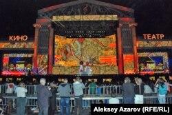 """Сцена ретрофестиваля """"Алма-Ата - моя первая любовь"""". 6 сентября 2014 года."""