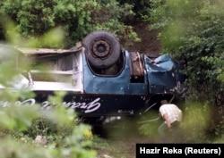 Prevrnuti autobus na granici između Kosova i Crne Gore, 25. juli 2002.
