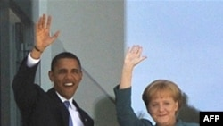 German Chancellor Angela Merkel (right) and U.S. President Barack Obama have different takes on how to respond to the global economic crisis.