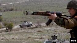Македонски војник
