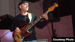 Џоле Максимовски, член на музичкиот бенд Кабадајас.