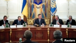 Ukrainian President Viktor Yanukovych (center) at a meeting in Kyiv on November 5 to sign the Chevron deal.